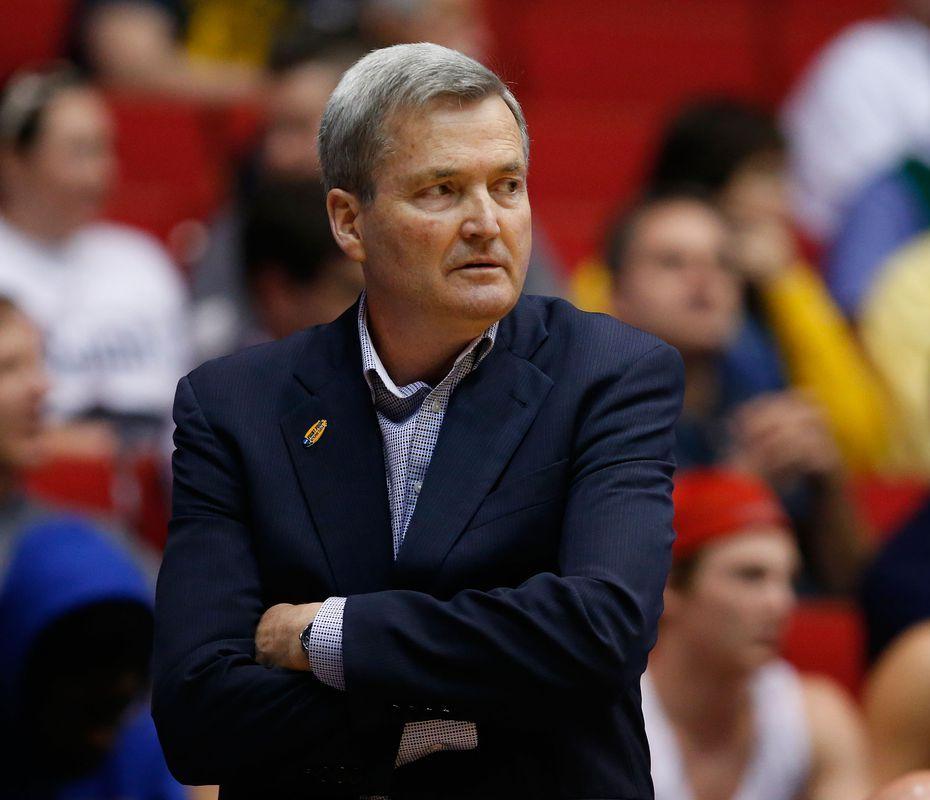 Coach Bill Carmody