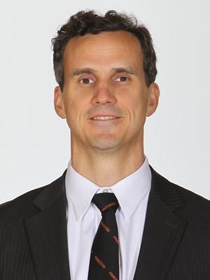Coach Mitch Henderson